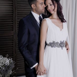 Novio y novia con vestido Orlena