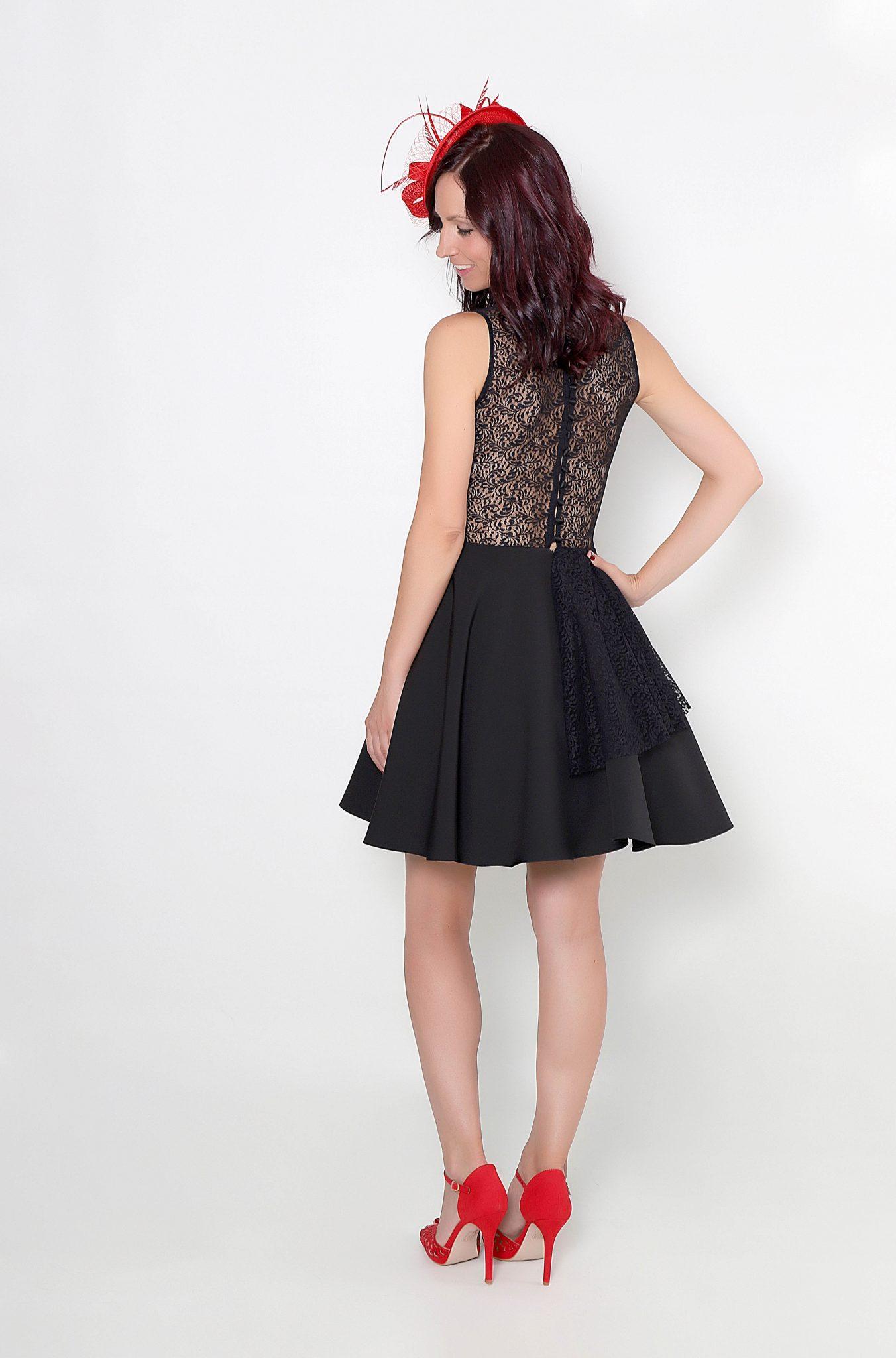 Vestido corto espalda encaje
